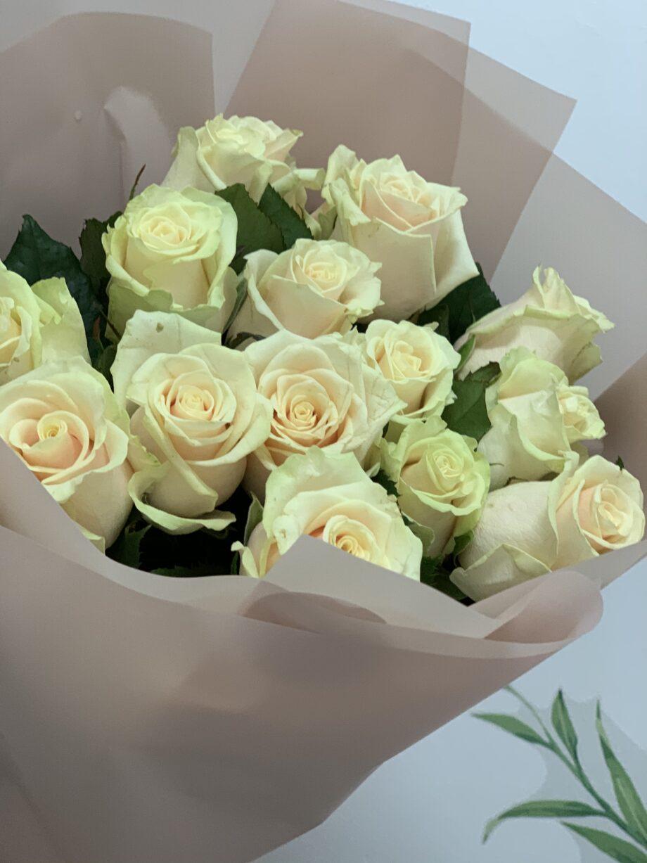 17 кремовый роз в оформлении
