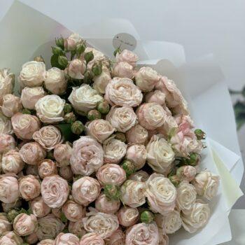 Букеты из кустовой розы