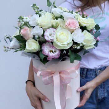 Цилиндр с еустомой и розой