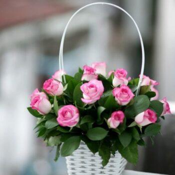 Корзина из 19 роз