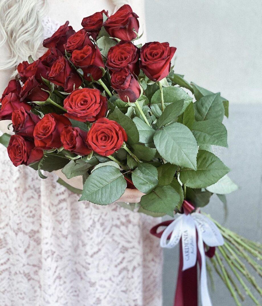 Букет из 21 красной Украинской  розы 60 см