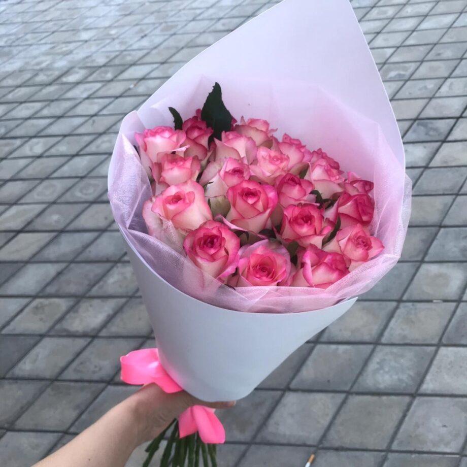 19 роз Джумилия в стильном оформлении