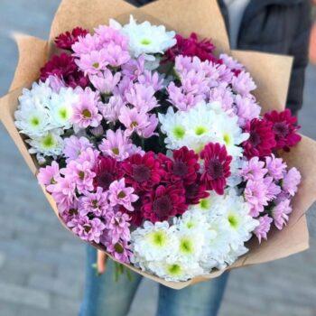 Яркий и насыщенный букет из хризантем