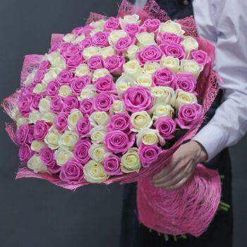 Букет «Луч солнца» из 101 розово-белой розы