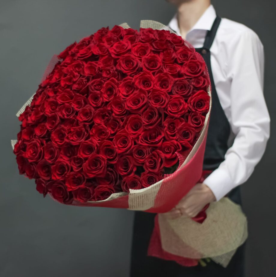 Букет из 101 красной  импортной розы